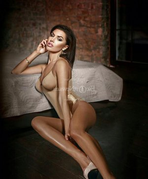 Khadidia nuru massage & escort girls