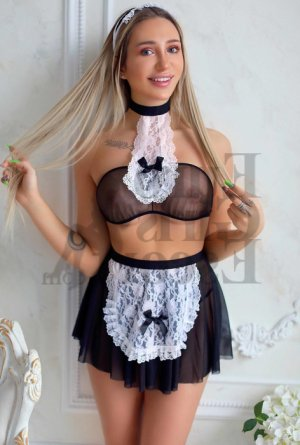 Nivine live escort in Magalia