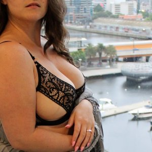 Mamma massage parlor & escorts
