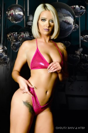 Mailee tantra massage, escort girl